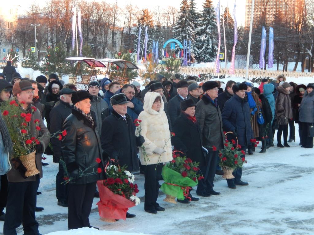 возложение цветов к памятнику в.и ленина